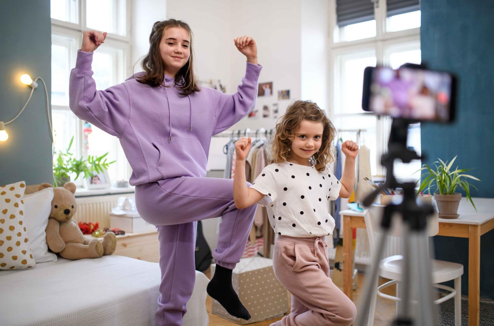 Kids recording a reel for TikTok