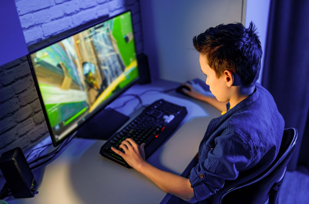 teen boy pc gaming